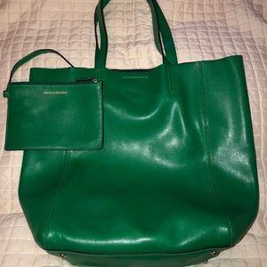 Green Banana Republic Tote with inside pouch